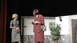 Veïnes, de Carles Gòdia. Teatre de comedia, per a riure una bona estona.
